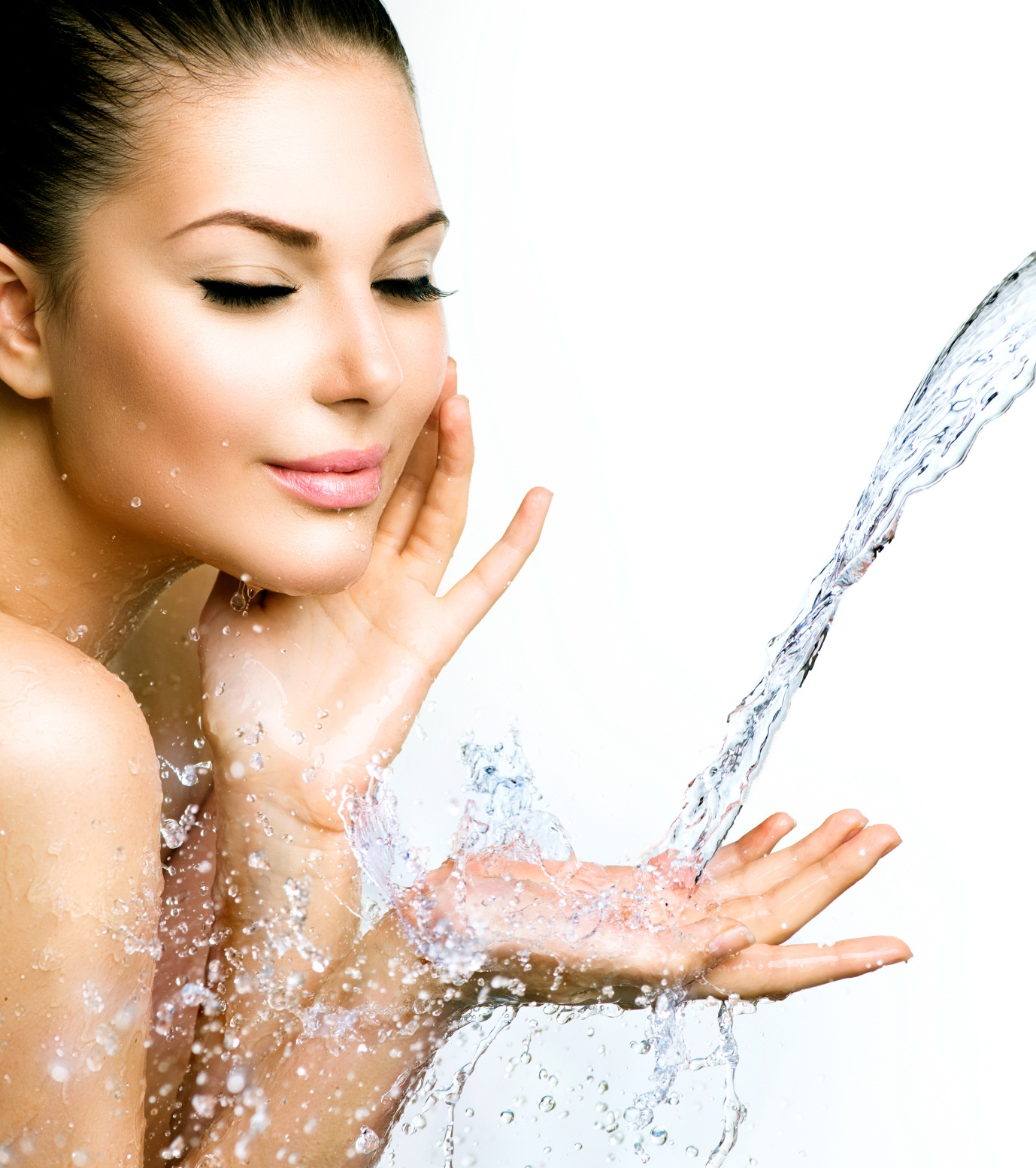 Acne Treatment Tips woman splashing face