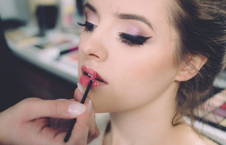 A Few Tips for Wearing Makeup Safely