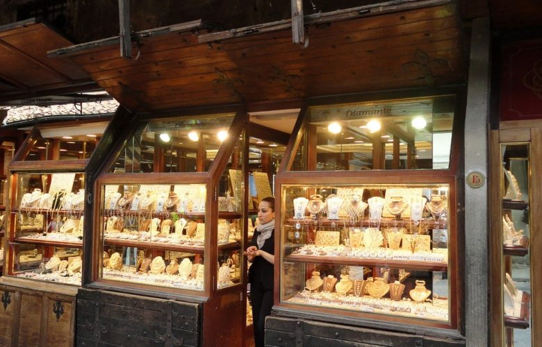 Finding A Reputable Jewellery Shop To Buy From cases