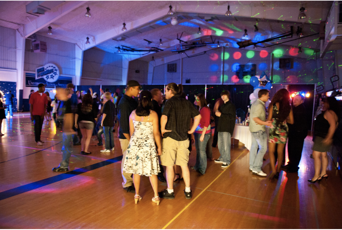 How Does Homecoming And Prom Differ?